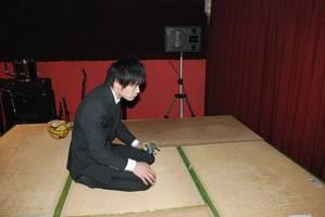 開演前・舞台裏待機中の菅野貴夫